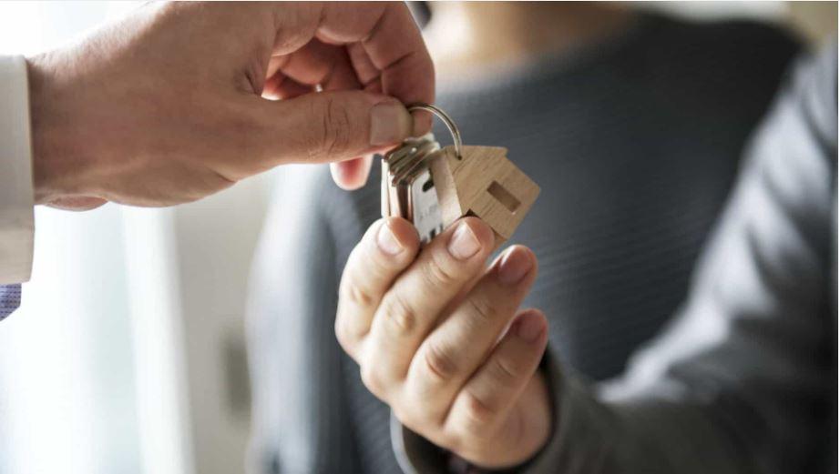Vender a casa. Contratar um agente imobiliário em exclusivo ou não?